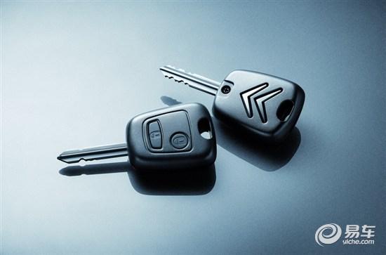 配备智能遥控中央门锁(遥控钥匙)