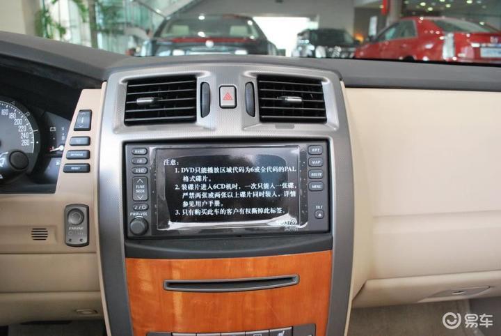 凯迪拉克XLR 4.6L中控台正面