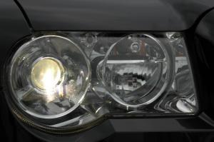克莱斯勒300C大灯图片