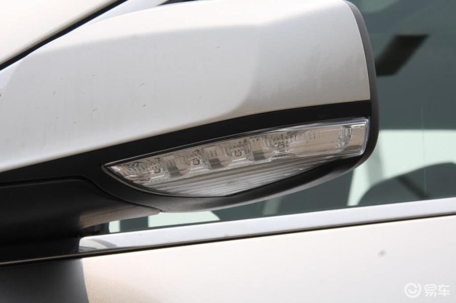 君越; 车身外观; 君越后视镜转向灯(前)图片