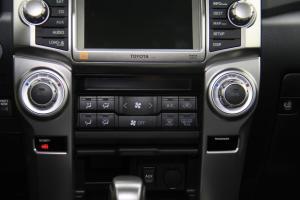 4Runner中控台空调控制键图片