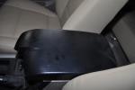 翱龙CUV 前排中央扶手箱