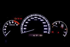 比亚迪F6仪表盘背光显示图片