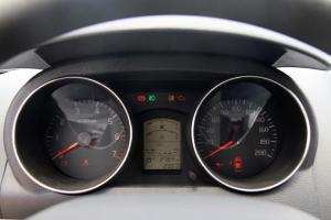 众泰Z200HB仪表盘背光显示图片