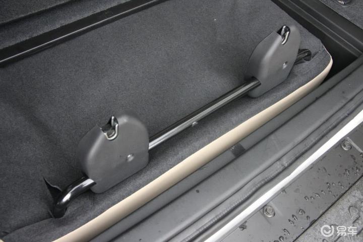 帕杰罗 V73 3.0 GLS MT2011款帕杰罗GLS手动挡空间