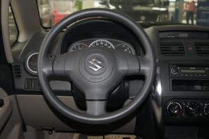 天语SX4三厢方向盘图片