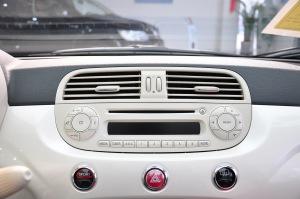 菲亚特500中控台音响控制键图片