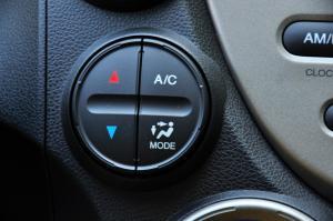 进口本田飞度 中控台空调控制键