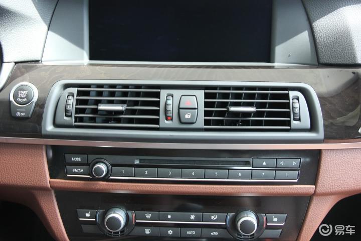 宝马5系 528i xDrive 豪华型中控台音响控制键