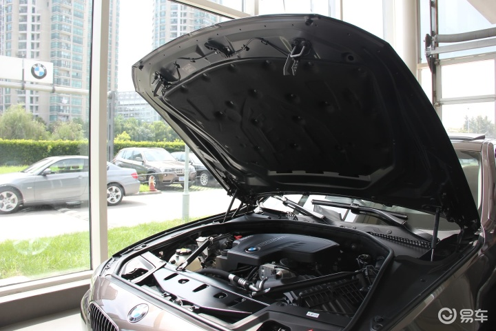宝马5系 528i xDrive 豪华型发动机盖开启