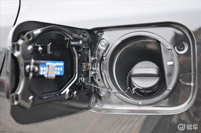 舒适版油箱盖汽车图片-汽车壁纸