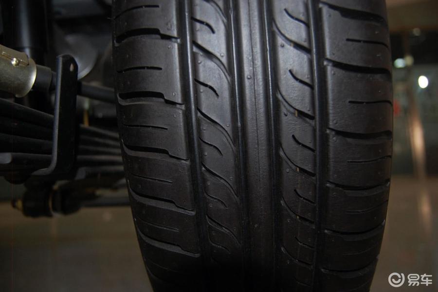 基本型轮胎花纹汽车图片
