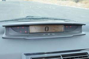 世嘉两厢仪表盘背光显示图片
