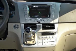 比亚迪M6中控台正面图片