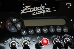 Zonda Cinque中控台空调控制键图片