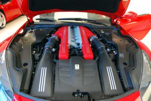 法拉利F12 berlinetta 发动机