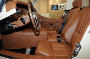 摩根Roadster前排空间图片