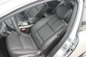 纬度驾驶员座椅图片