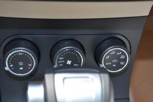 莲花L5三厢 中控台空调控制键