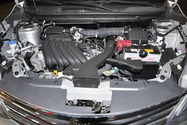 6l排量骊威车型发动机舱