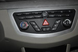 力帆630 中控台空调控制键