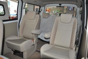 一汽佳宝V80 后排座椅