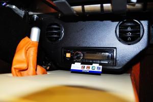 摩根Roadster 中控台音响控制键