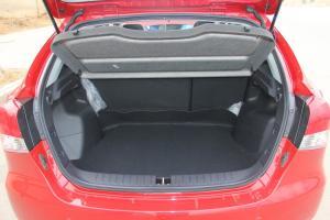 V6菱仕行李箱空间