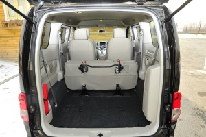 郑州日产NV200 1.6L自动 尊贵版 空间