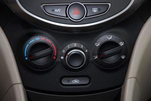 现代瑞纳 中控台空调控制键