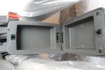 前排中央扶手箱空间