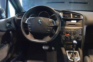 DS 4驾驶位区域