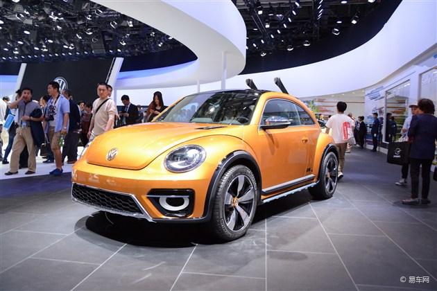 据德国媒体报道,新一代甲壳虫将会推出复古风格的衍生车型。其中有基于大众Bulli概念车打造的MPV车型,也有基于甲壳虫Dune概念车打造的SUV车型,还有甲壳虫Coupe车型。不过这些车型预计在2019年以后才会和我们见面。