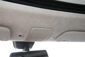 MODEL S前排车顶中央控制区