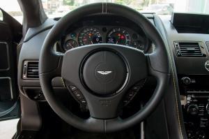 阿斯顿·马丁V8 Vantage方向盘图片