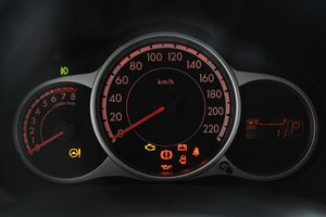 马自达2两厢仪表盘背光显示图片