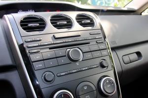 马自达CX-7中控台音响控制键图片