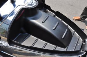 摩根3-Wheeler行李厢支撑杆图片