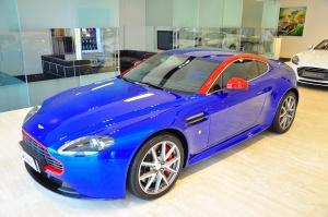 阿斯顿·马丁V8 Vantage 钴蓝