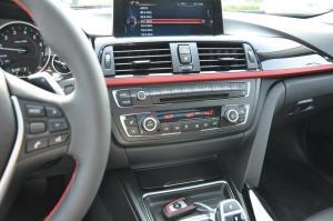 进口宝马3系旅行轿车 中控台驾驶员方向