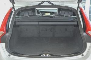 V60行李箱空间