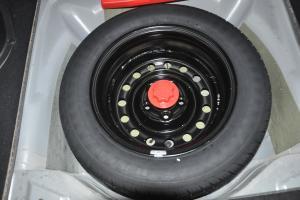 野马F12                备胎