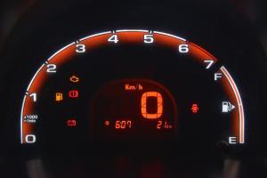 奇瑞QQ仪表盘背光显示图片