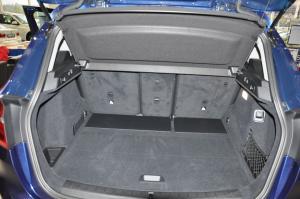 进口宝马2系旅行车 行李箱空间
