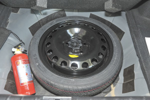 北汽ES210 备胎