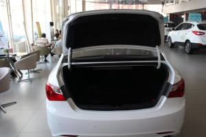 现代索纳塔八 行李箱空间