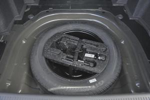 吉利EC8 备胎