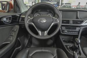 V6菱仕驾驶位区域