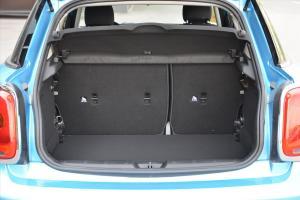MINI 5门版 行李箱空间