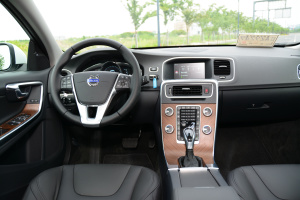 沃尔沃S60L完整内饰(驾驶员位置)图片